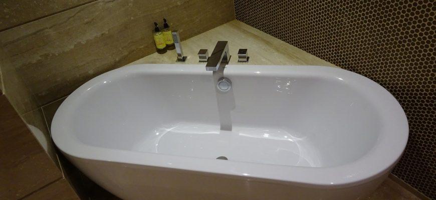 Чем полезна гидромассажная ванна